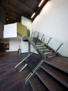 bisson   associés + Carl Charron Architecte   Centre spécialisé de technologie physique du Québec