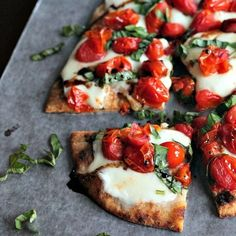 A Roasted Tomato Caprese Flatbread topped with a sweet Balsamic Reduction. The flatbread recipe will be your new all time favorite Caprese recipe. Easy Flatbread Recipes, Flatbread Pizza, Flatbread Toppings, Pizza Pizza, Flatbread Ideas, Balsamic Reduction Recipe, Roasted Grape Tomatoes, Cherry Tomatoes, Appetizer Recipes