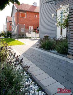 Inspiration - marksten i betong Garden Features, Little Gardens, Outdoor Landscaping, Walkways, Exterior Design, Garden Design, Home And Garden, Small Gardens, Catwalks