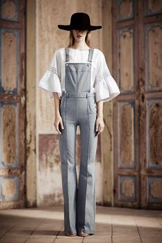 See the complete Philosophy di Lorenzo Serafini Resort 2014 collection.