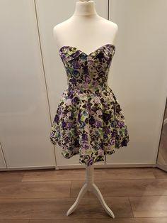 Kleider für den Abschlussball   Damenmode. Träherloses Geblümtes Kleid 4889ea460b
