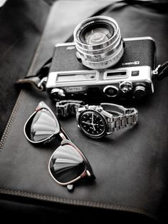 Sunglasses, a watch, and a camera. Ingredients for a fun day!