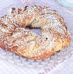 Kanelkrans - Lindas Bakskola & Matskola Swedish Recipes, Sweet Recipes, Sweet Bakery, Fika, Cookie Desserts, Bagel, Brunch, Bread, Snacks