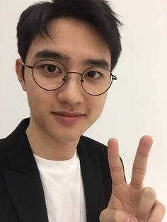 "hourly kyungsoo ☉♡☉ㄱ on Twitter: ""#DohKyungsoo #DO(D.O.) #도경수 #디오 #엑소디오 #EXO @weareoneEXO… "" Kyungsoo, Round Glass, Glasses, Twitter, Eyewear, Eyeglasses, Eye Glasses"