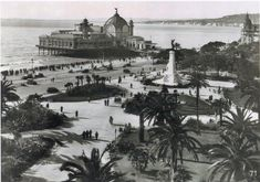 Les jardins Albert 1er et la Promenade des Anglais avec en arrière plan le Casino Jetée et la Baie - Début du XXe siècle.