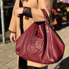 Vind tweedehands Gucci handtassen, kleding, juwelen, accessoires. Achetez  ici seconde main Gucci sacs, accessoires, bijoux, vêtements. abbc50a1823