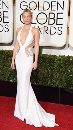 Twit twoo. Kate Hudson dares to bare in Versace and it's safe to say it paid off.