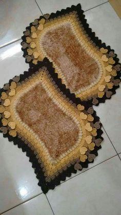 Jogo de banheiro 5 sendo tampa do vaso capa para caixa acoplada tapete de pia tapete para do Crochet Scrubbies, Crochet Mat, Crochet Carpet, Crochet Dollies, Free Crochet Doily Patterns, Shawl Patterns, Crochet Designs, Knitting Projects, Crochet Projects