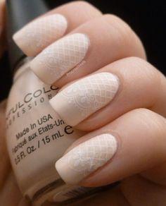 ¿Has pensado alguna vez en su aplicación a las uñas? ¡La próxima vez que estés en el salón asegúrate de pedir las uñas de encaje color natural! | Nail Designs | Nail Art Design | Ombre Nail Design | Spring Nail Design Ideas | Nail Art Ideas for Short Nails | Pink Nail Designs |