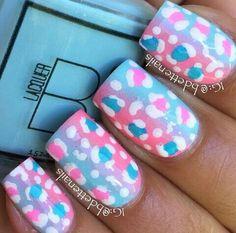 diseño de uñas naturales, modelo rosado, azul y blanco libre y colorido #nailsart #nails #cute