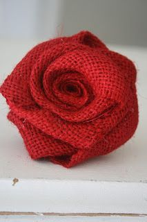 Pajama Crafters: How to Make Burlap Roses ( jute roos ) , with pattern Burlap Lace, Burlap Flowers, Diy Flowers, Fabric Flowers, Wedding Burlap, Burlap Ribbon, Ribbon Flower, Paper Flowers, Burlap Projects