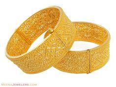Gold Filigree Kadas(pair) - - yellow gold kadas(bangles)(Pair), designed beautifully with combination o f filigree design in m Plain Gold Bangles, Gold Bangles Design, Gold Earrings Designs, Gold Jewellery Design, Necklace Designs, Gold Jewelry, Ring Designs, Diamond Jewelry, Arabic Jewelry