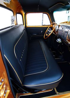 image.hotrod.com f 127088528+q80+re0+cr1+ar0 1952-chevrolet-truck-interior-bench-seat.jpg