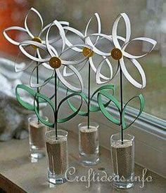 8 Easy Toilet Paper Roll Crafts - - Recycling has never been so fun (and simple!) than with these awesome paper towel and toilet paper roll crafts. Paper Towel Roll Crafts, Toilet Paper Roll Art, Paper Towel Rolls, Toilet Paper Roll Crafts, Diy Paper, Paper Crafting, Cardboard Crafts, Toilet Paper Flowers, Cardboard Tubes