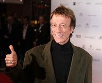 Just three days after the world of disco music lost Donna Summer, the New York Times has just reported that Robin Gibb has died today at age 62, due to complications of cancer. Four decades of fans in Australia, the United Kingdom, and the United States, who loved the music of The Bee Gees, will remember Robin Gibb as a dynamic music legend and part of a trio, the brothers Gibb, who sold over 175,000,000 records.  #examinercom