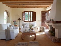 Salon in a summer house in Mallorca, Spain. Home Living Room, Living Spaces, Living Area, Interior Decorating, Interior Design, Shabby Chic Homes, Beautiful Interiors, Design Case, Interior Inspiration