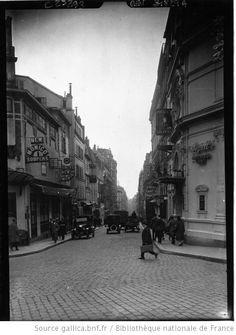 La rue Pigalle : [photographie de presse] / Agence Meurisse. 1926. Bibliotheque nationale de France via Gallica.