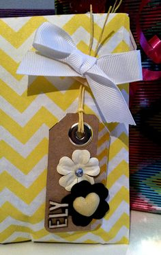 Etiquetas DIY por Bangaboo Scrap #scrapbooking #tags #regalos #wrapping Blog, Diy, Gift Wrapping, Gifts, Tags, Presents, Gift Wrapping Paper, Bricolage, Wrapping Gifts