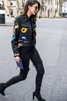 <3 this London street style for inspiration  #DCLeggingArmy #streetstyle #londoncalling www.dcleggingarmy.com
