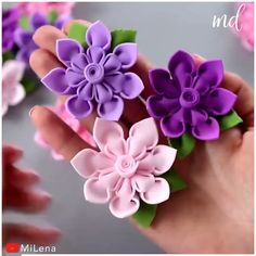 Diy Lace Ribbon Flowers, Making Fabric Flowers, Paper Flowers Craft, Cloth Flowers, Felt Flowers, Flower Crafts, Flower Making, Felt Flower Diy, Kanzashi Flowers