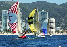 Veleando en la bella Bahía de Acapulco. Sailing in the beautiful Acapulco Bay