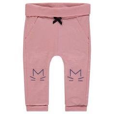 Die Hose Violet aus weicher Baumwolle bietet Dank der elastischen Bündchen besonders viel Komfort. Die rosa Babyhose ist mit einer niedlichen Schleife und einer verspielten Applikation auf Kniehöhe verziert. erhältlich in den Größen 62 - 80 statt € 17,99 jetzt um nur € 11,99 NUR SOLANGE DER VORRAT REICHT! Kind Mode, Sweatpants, Komfort, Products, Fashion, Pink, Templates, White Vests, Knit Vest