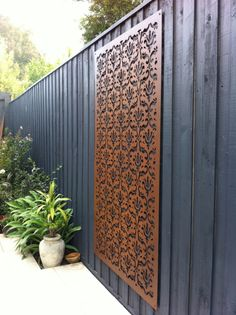 4 Miraculous Tips: Backyard Fence Services Fence Lattice Ideas.Modern Zen Fence Design Fence Ideas For Backyard.Garden Fence Builders Near Me. Modern Fence, Outdoor Decor, Metal Panels, Decorative Screens, Fence Design, Fence Decor, Metal Screen, Front Yard, Garden Inspiration
