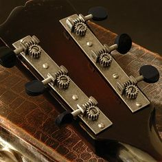 Golden Age Restoration Tuners for Solid Peghead Guitar with Square-end