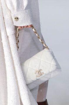 Luxury Purses, Luxury Bags, My Bags, Purses And Bags, Sacs Design, Fall Bags, Fur Bag, Cute Purses, Fashion Bags