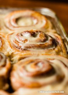 Recipe for homemade glazed cinnamon rolls. With photographs, tips and suggestions for tasting. Pan Dulce, Mexican Food Recipes, Sweet Recipes, Dessert Recipes, Cinammon Rolls, Cupcake Cakes, Cupcakes, Kitchen Recipes, Love Food