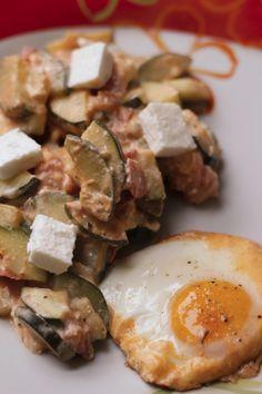 Wenn's mal Low Carb sein soll, dann probiert doch mal diese Zucchini-Tonaten-Pfanne aus. :)