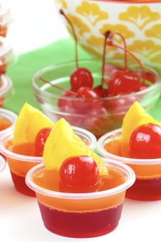 Want to learn how to make jello shots? This delicious strawberry margarita jello shot recipe is perfect for summer pool parties, backyard BBQs, Cinco de Mayo and more! Want to learn how to make jello shots? This delicious strawberry marg Yummy Jello Shots, Alcohol Jello Shots, Strawberry Margarita Jello Shots, Making Jello Shots, Jello Shot Recipes, Strawberry Jello, Alcohol Drink Recipes, Tequila Sunrise, Fun Cocktails
