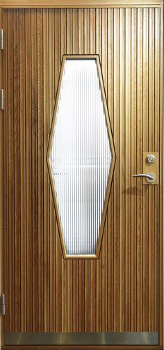 Hjärterö - Klassisk ytterdörr med karosseripanel i ek och linjeglas för den rätta känslan.