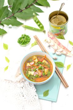 Broth spiced vegetables and marinated tofu with ginger Veggie Recipes, Soup Recipes, Vegetarian Recipes, Cooking Recipes, Marinated Tofu, Exotic Food, Cheeseburger Chowder, Curry, Healthy Eating
