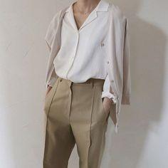 Fashion minimalist wardrobe death 62 ideas for 2019 Fashion Mode, Minimal Fashion, Work Fashion, Korean Fashion, Fashion Outfits, Womens Fashion, Look 2018, Style Minimaliste, Paris Mode