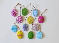 Colorful trailers made of salt dough - Christina Ritter Bunte Anhänger aus Salzteig Preparing colorful pendants from salt the Valentines Day Party, Valentines Day Decorations, Valentine Day Crafts, Easter Crafts, Easter Projects, Crafts For Teens To Make, Diy For Teens, Diy For Kids, Diy And Crafts