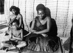 Photographs: His Majesty, King Sobhuza II Young Sobhuza, Sobhuza with his mother, Lomawa, of the Nxumalo Ndwandwe clan. Royal Lineage, Xhosa, African Royalty, Before Us, African Hairstyles, East Africa, Wisdom Quotes, Old And New, African Fashion