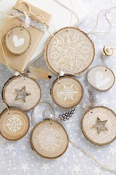 diy gifts for him DIY: Natrlicher Baumschmuck Noel Christmas, Christmas Crafts, Christmas Decorations, Christmas Ornaments, Wooden Ornaments, Wooden Crafts, Wooden Diy, Decor Crafts, Diy And Crafts