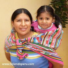 Manta tejida en telar por artesanos de Adahuaylas, Apurimac, Perú.  Se utiliza, entre otras cosas, para llevar a los bebes en la espalda.