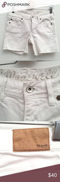 """Madewell White Denim Shorts EUC 26 In excellent condition! Waist:14"""" Inseam:5"""" Rise:8"""" Madewell Shorts Jean Shorts"""