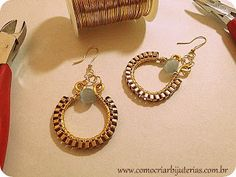 Walkthrough of earrings made with square chains.