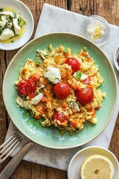 Mediterranes Risotto: Vegetarisch und glutenfrei! Rezept: Fruchtiges Tomatenrisotto mit Zitronemariniertem Basilikum Mozzarella und Hartkäse Kochen / Essen / Ernährung / Lecker / Kochbox / Zutaten / Gesund / Schnell / Frühling / Einfach / DIY / Küche / Gericht #hellofreshde #kochen #essen #zubereiten #zutaten #diy #rezept #kochbox #ernährung #lecker #gesund #leicht #schnell #frühling #einfach #küche #gericht #trend #blog #risotto #mozzarella #vegetarisch #veggie #mediterran #reis #sommer
