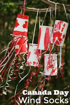 Easy Canada Day Windsock Craft A great patriotic craft for kids of all ages to do in between the parade, the BBQ and the Canada Day fireworks! Summer Crafts For Toddlers, Toddler Crafts, Art For Kids, Kids Crafts, Toddler Art, Kids Diy, Book Crafts, Canada Day Windsock, Canada Day Fireworks