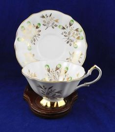 Queen-Anne-England-Gold-Leaf-amp-Green-Flower-Wide-Mouth-Tea-Cup-amp-Saucer-Set