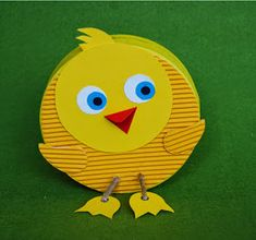 Round chick like the box that forms her body Make a chick funny for her … - Fabric Crafts - DIY Easter Activities, Craft Activities, Easter Art, Easter Crafts, Diy And Crafts, Crafts For Kids, Arts And Crafts, Paper Plate Art, World Crafts