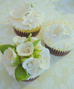 Beautiful wedding cupcake trio!