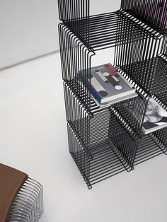 Panton Wire is raw yet elegant, light yet industrial in its design. The Panton Wire units can be used individually or in combination - on the floor, hanging on the wall or as room dividers. Shelving Design, Modern Shelving, Wire Shelving, Wall Design, Room Divider Shelves, Hanging Shelves, Room Dividers, Montana Furniture, Steel Furniture