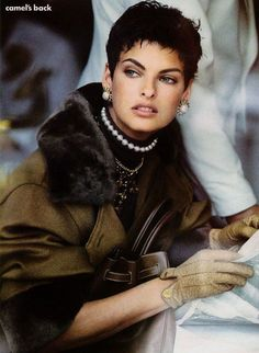 Tribute to Vintage Fashion 90s at Luxury & Vintage Madrid , the best online selection of luxury vintage clothing