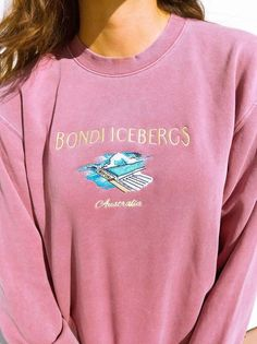 Bondi Icebergs Vintage Crew Neck Sweatshirt Source by etsy clothes vintage Trendy Outfits, Cute Outfits, Fashion Outfits, Fashion Trends, Vintage Crewneck Sweatshirt, Crew Neck Sweatshirt Outfit, Seaside Sweatshirt, Champion Sweatshirt Vintage, Mode Pastel