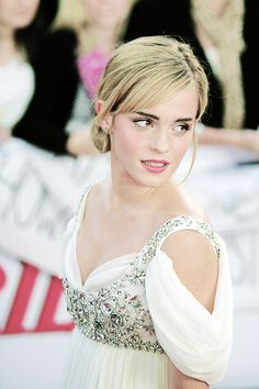 Gracing the red carpet with her presence, Emma Watson was on hand at the National Movie Awards 2008 at London's Royal Festival Hall on Monday (September 8).
